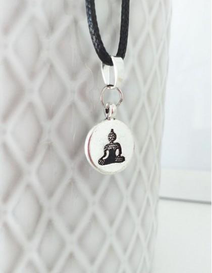 Colar com Buda Gautama Medalha (prateado)