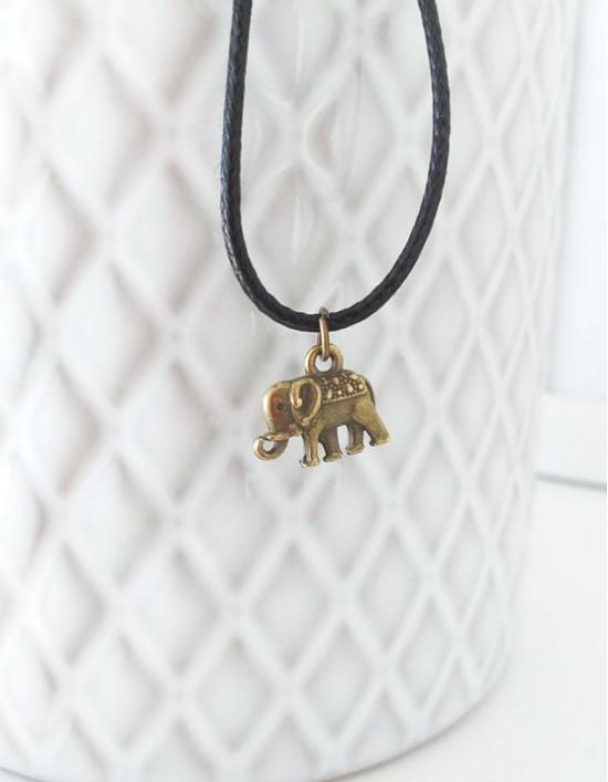 Colar com Elefante Sagrado (cor de bronze)