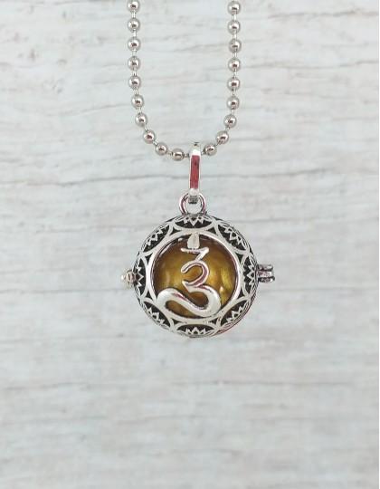 Chamador de Anjos com Om - esfera dourada (ref.: CA073)