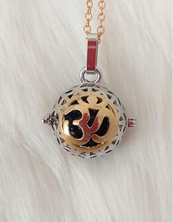 Chamador de Anjos com Om - esfera preta (ref.: CA119)