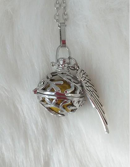 Chamador de Anjos com Asa - esfera dourada (ref.: CA136)