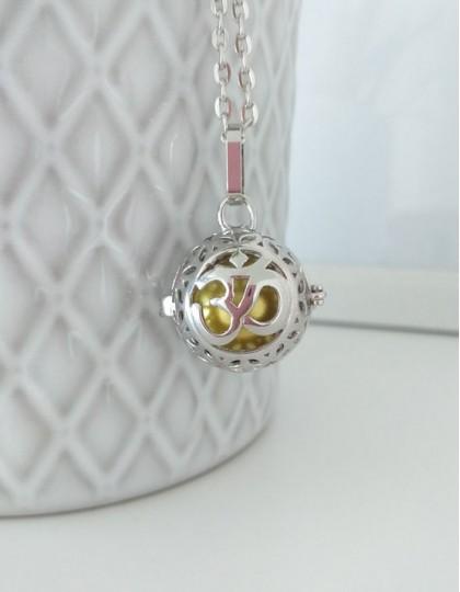 Chamador de Anjos com Om - esfera dourada (ref.: CA167)
