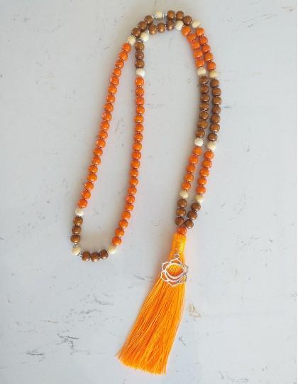Japamala de Sândalo e Tulsi com Chakra Sacral - *Colecção Chakras* (ref.: 108261)
