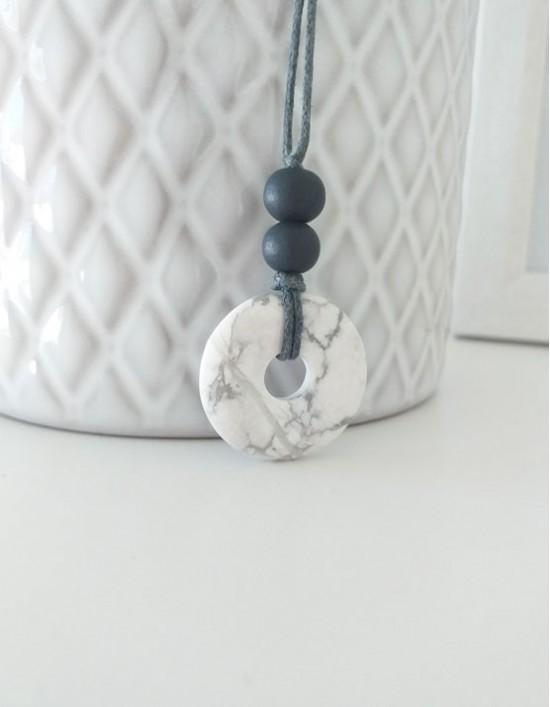 Colar com Pedra Pi (2.5cm) - Howlita