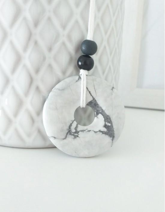 Colar com Pedra Pi (4cm) - Howlita